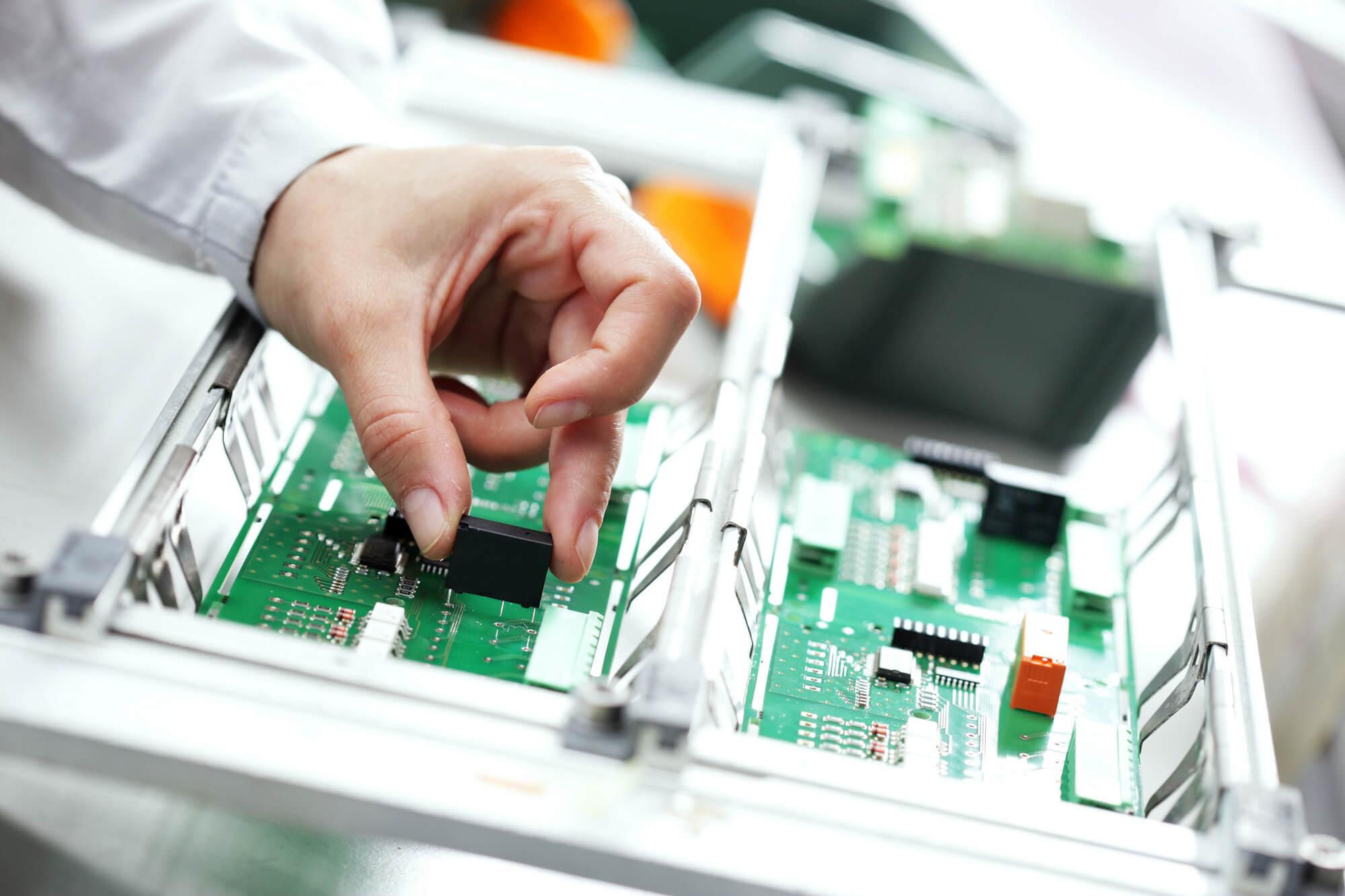 Что представляют из себя электронные компоненты?